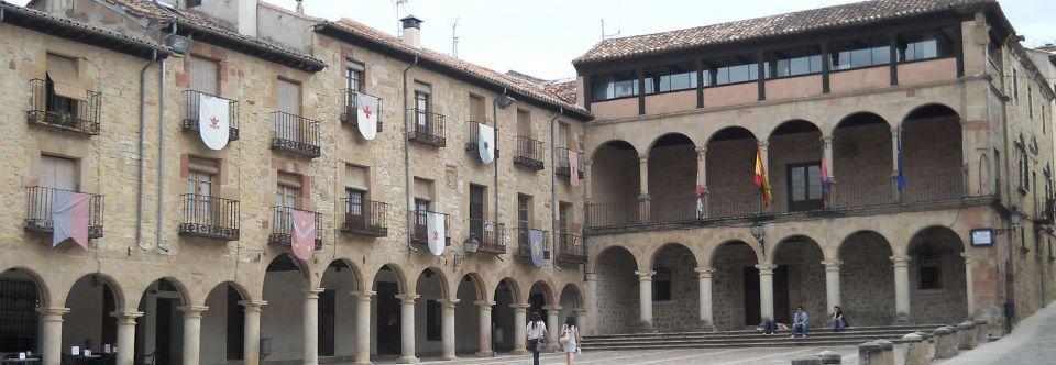 Plaza mayor de sig enza informaci n til y fotos - Casa rural cerca de siguenza ...