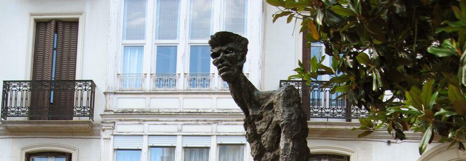 Resultado de imagen de estatua el caminante vitoria